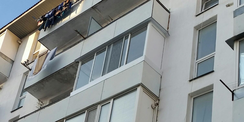 Алюминиевый раздвижной балкон на симферопольском шоссе.
