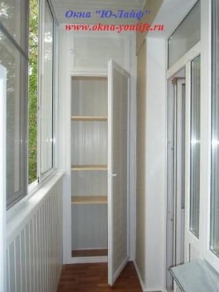 Установка встраиваемого шкафчика высотой до 2400мм на балкон.